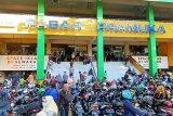 Pengumuman Corona Pertama, Pasar Pramuka dipadati pembeli masker