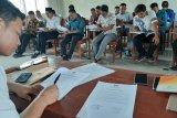 Calon anggota PPK melakukan tes tulis di Unma Pandeglang Banten