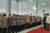 Komisioner KPU Pandeglang, KPU Banten, dan Ketua Bawaslu menghadiri pelantikan PPK