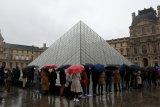 Museum Louvre Paris dibuka kembali pada awal Juli
