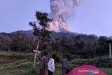Merapi erupsi, empat penerbangan di Bandara Adi Sumarmo batal