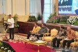 Presiden Jokowi minta kementerian cari terobosan antisipasi tekanan COVID-19