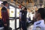Bus di Aceh disemprot antiseptik cegah penyebaran COVID-19