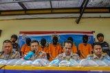 35.345 baby lobster dari Bengkalis dilepasliarkan ke Sumatera Barat