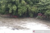 Tim SAR gabungan mencari warga diduga hanyut di Sungai Opak-Code Bantul
