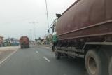 Tronton dan kendaraan besar makin ramai lintasi Jalinsum