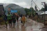 Sebagian besar warga korban banjir bandang diungsikan ke Kantor Camat Lore Barat