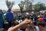 Ratusan mahasiswa tolak RUU Omnibus Law di DPRD Sumbar
