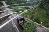 Jaringan pipa air di lereng gunung Merapi