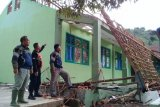 Hujan deras atap  SMPN II Gunungguruh Sukabumi Ambruk
