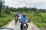 Tim Ekspedisi Mentawai Terang menjajal  tanah pelosok, menebar energi optimisme