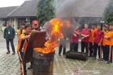 Penyandang tunanetra ikuti simulasi pemadaman kebakaran