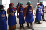 Rendang from Payakumbuh visited by prospective exporter , ready to distribute abroad