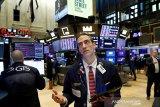 Wall Street berakhir bervariasi ketika pelaku pasar mengantisipasi paket stimulus