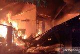 Asrama putra panti asuhan anak Mentawai terbakar, jalan sempit pemadaman sulit