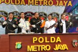Polda Metro Jaya menyita empat senjata api laras panjang rakitan