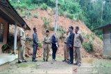DPRD Kulon Progo tinjau tebing longsor ancam rumah warga