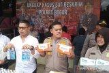 Polisi mengungkap tempat pembuatan masker ilegal di Pakansari Bogor
