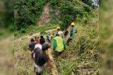 Warga empat desa Bolmut bantu perbaiki jaringan listrik