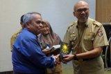 Dinas Perpustakaan Kota Makassar terima 18 judul buku dari penulis