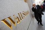 Saham di Wall Street jatuh meski Federal Reserve luncurkan tindakan agresif