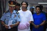 Ronaldinho tetap di penjara setelah hakim tolak jaminan