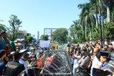 Ratusan mahasiswa tolak RUU Omnibus law di Padang