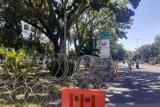 Polisi pasang kawat berduri kelilingi Gedung DPRD Sumbar