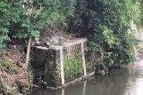 Yogyakarta melakukan penanganan sementara talut ambrol akibat hujan