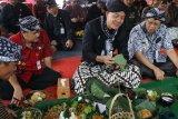 Ganjar Pranowo nikmati Nasi Iriban saat kunjungi Desa Wisata Lerep