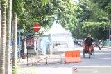 Rambu larangan melintas terpasang di kawasan Siring tugu 0 Km jalan Jendral Sudirman, Banjarmasin, Kalimantan Selatan, Kamis (12/3/2020). Meski rambu larangan melintas sudah ada masih banyak pengendera kendaraan bermotor melanggar rambu tersebut melalui program Hunting Sistem Patroli Satlantans Polresta Banjarmasin melakukan penindakkan terhadap pengendara yang melanggar rambu lalu lintas di kawasan tersebut. Foto Antaranews Kalsel/Bayu Pratama S/imam