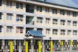 Suasana Rumah susun sewa (Rusunawa) di Teluk Kelayan Banjarmasin, Kalimantan Selatan, Kamis (12/3/2020). Rusunawa yang selesai dibangun pada 2019 tersebut dengan kapasitas 50 kepala keluarga hingga kini sepi peminat berdasarkan data Dinas Perumahan dan Kawasan Kumuh Kota Banjarmasin Rusunawa tersebut hanya dihuni sepuluh kepala keluarga saja. Foto Antaranews Kalsel/Bayu Pratama S.