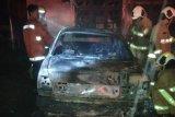Baru terungkap, Damkar temukan benda serupa molotov di garasi dua mobil terbakar