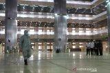 Presiden Jokowi saksikan pembersihan Masjid Istiqlal cegah virus corona