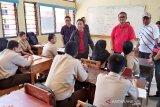 Gubernur tinjau persiapan UNBK SMA sederajat di Kalteng