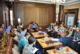 Bupati Adipati audensi dengan tim program petani berjaya