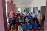 Yayasan Viona Bersaudara serahkan bantuan ke anak yatim piatu