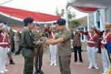Wali Kota Baubau dianugerahi Lencana Bintang Astha Hannas Madya