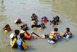 Latihan penyelamatan korban kecelakaan air