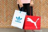 Penjualan Adidas dan Puma anjlok akibat corona