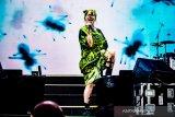Billie Eilish tunda tur di bulan Maret akibat corona