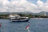 Otoritas pelabuhan tolak kapal wisata bermuatan 10 WNA  hendak berlabuh di Sumba Timur