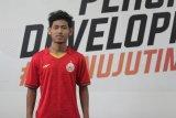 Bek muda Persija Jakarta berlatih bersama tim EPA setelah tuntaskan TC timnas