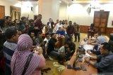 Gubernur Jatim Khofifah liburkan siswa SMA-SMK dua pekan kecuali peserta UN