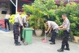 Polres Solok Kota bersih-bersih kantor dan asrama antisipasi virus corona
