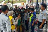 Pelabuhan Sei Duku Pekanbaru perketat pemeriksaan suhu tubuh penumpang cegah COVID-19