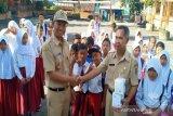 Tetap masuk sekolah, siswa SD lereng Merapi dapatkan sosialisasi COVID-19