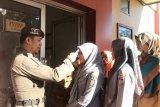 ASN Disnaker Makassar jalani cek suhu tubuh antisipasi corona