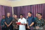 Bupati Belitung, Provinsi Kepulauan Bangka Belitung, Sahani Saleh mengeluarkan instruksi meliburkan sekolah sebagai upaya mencegah penyebaran COVID-19 di daerah itu.