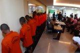 Polda Sumatera Barat tangkap 20 penambang emas ilegal di Sijunjung